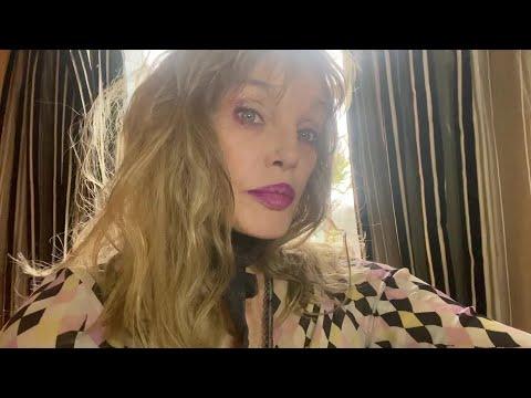 Arielle Dombasle - Promenade à Paris