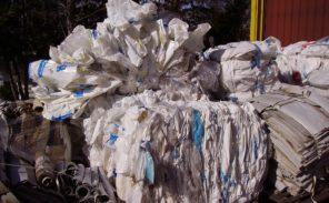 Fin des sacs plastique jetables, un progrès écologique et économique?