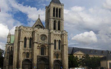 La basilique de Saint Denis envahie par un collectif pro-clandestins