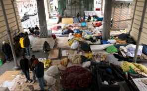 Enième évacuation d'un campement de migrants clandestins dans le Nord de Paris