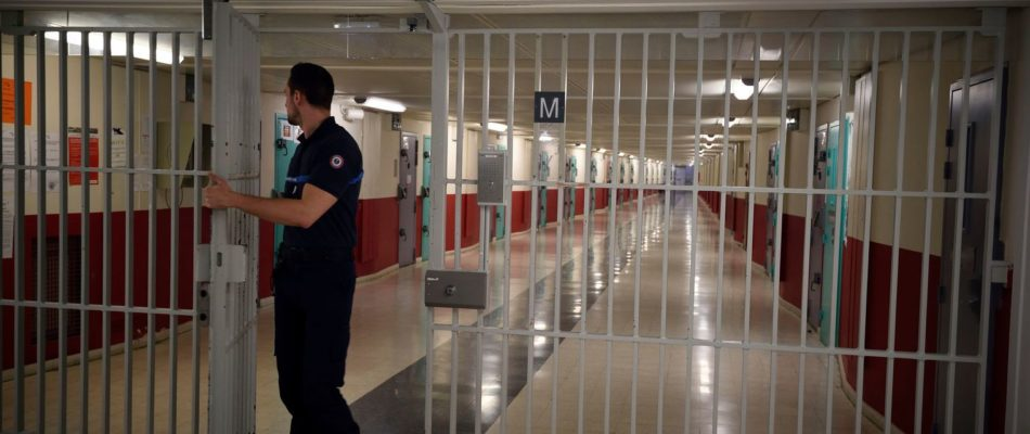 Nanterre: un surveillant de prison mis en examen