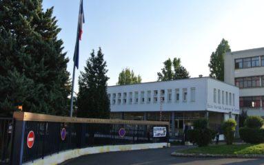 Cachan: 100 migrants installés dans le gymnase de l'ENS