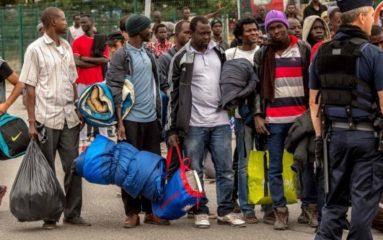 Paris: l'extrême-gauche manifeste pour les migrants clandestins