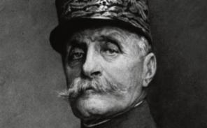 Ecole militaire: on a volé le képi  du Maréchal Foch!