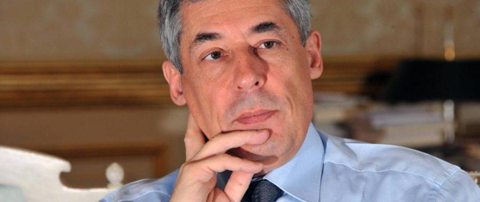 Les Républicains suspendent l'investiture d'Henri Guaino