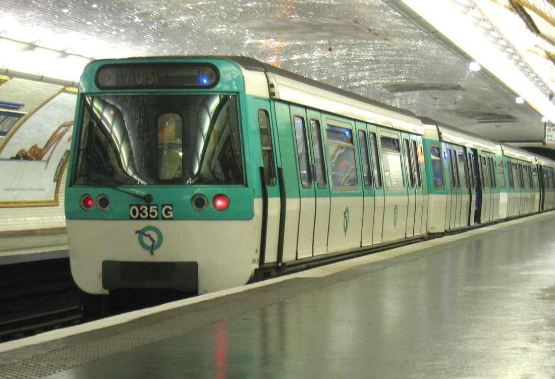 Une adolescente reconnait son violeur dans le métro — Paris