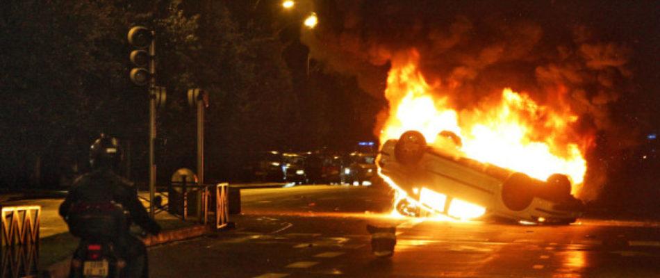 Nuit d'émeute à Argenteuil (Val d'Oise)