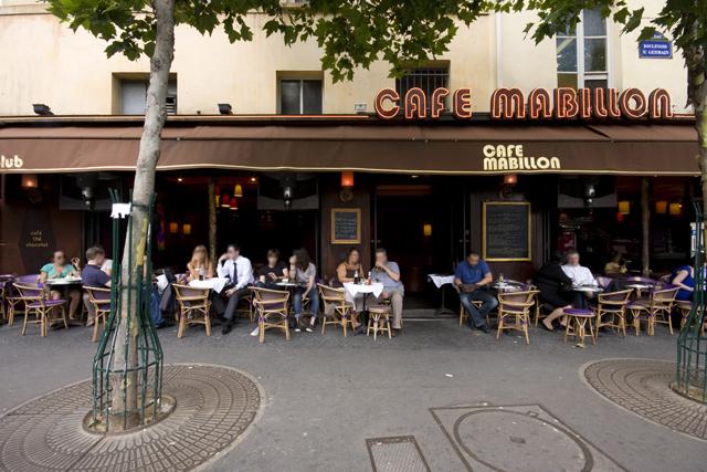 Trois élus Les Républicains se battent à la sortie d'un bar parisien
