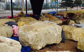 18e: les «pierres anti-migrants» attaquées par des tailleurs de pierre