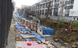 Porte de Clignancourt: important incendie dans un camp de roms