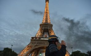 Tour Eiffel : Le phare en travaux