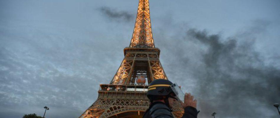 Le Conseil de Paris valide le projet de mur de protection de la Tour Eiffel