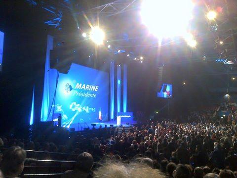 Meeting très agité pour Marine Le Pen à Paris