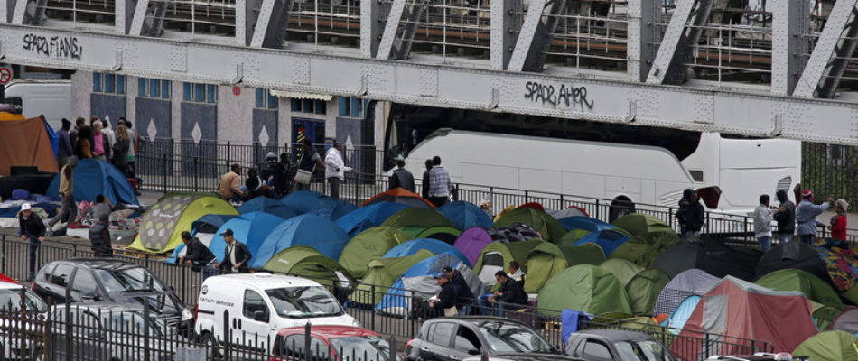 Conditions de vie des migrants: le défenseur des droits réclame davantage de «moyens»