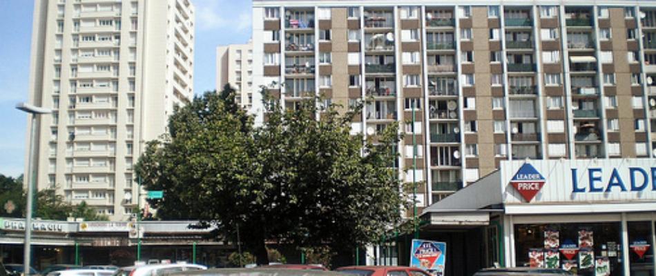 Centre commercial de la Cité Gagarine : champs de bataille pour les bandes des quartiers