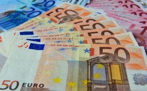 Un banquier détourne l'argent d'une octogénaire et l'accuse de «racisme»