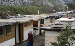 Gennevilliers: La nationale 135 coupée à la circulation à cause d'un incendie dans le bidonville roms