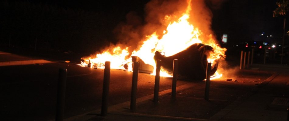 Violences urbaines: et maintenant, les barricades!