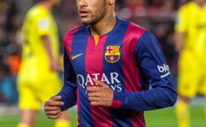 Hommage à Neymar sur la Tour Eiffel: trop, c'est trop?