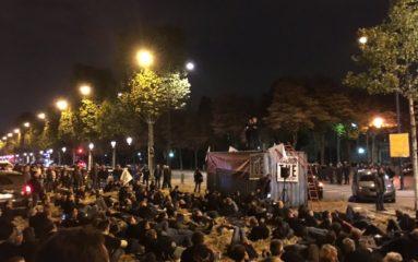 Des agriculteurs bloquent une partie des Champs-Élysées.