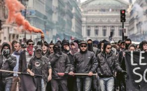 Journée de grèves: affrontements en marge des défilés
