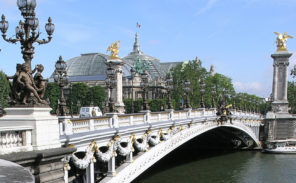 Lancement d'une pétition pour débaptiser le pont Alexandre III  au profit de Simone Veil