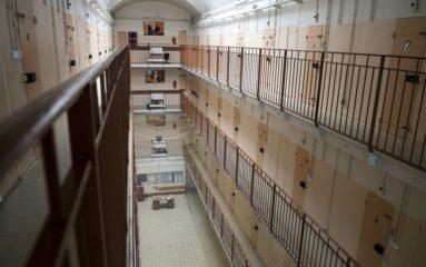 Villepinte: un détenu mineur blesse plusieurs agents