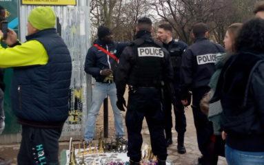 Vendeurs à la sauvette, barrières de protection: l'enfer de la Tour Eiffel