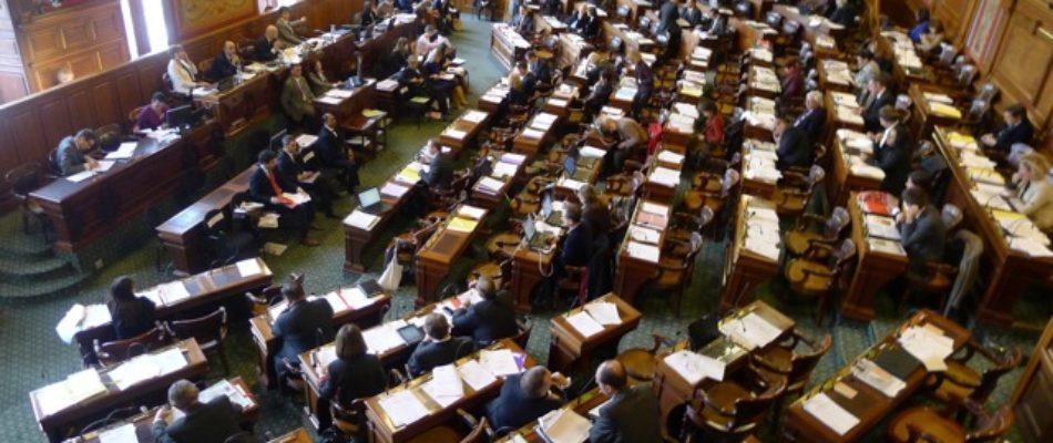 Conseil de Paris: macronistes de droite et de gauche se tombent (enfin) dans les bras
