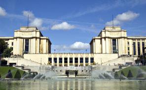 Yves Saint-Laurent privatise les fontaines du Trocadéro pour un défilé