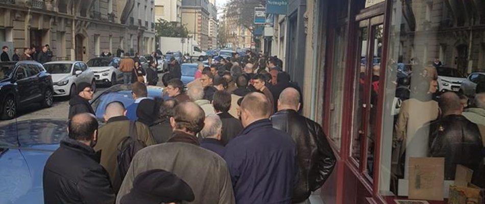 Succès exceptionnel pour la première séance de dédicace des mémoires de Jean-Marie Le Pen
