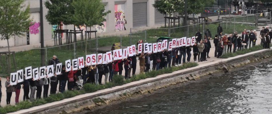 PCF Paris: une chaîne humaine contre les frontières