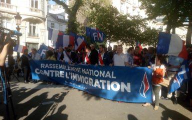 FN: Rassemblement contre l'immigration devant l'Assemblée Nationale