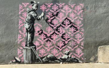 Banksy repeint les murs de Paris en soutien aux migrants clandestins