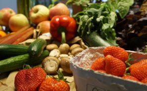 Place de la République: des agriculteurs dénoncent la concurrence européenne