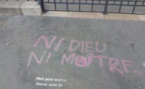 Paris 14: Graffiti «anar» antichrétien devant l'Église