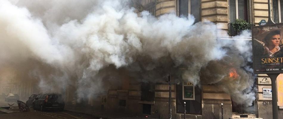 Champs-Elysées dévastés: le bobard d'Anne Hidalgo