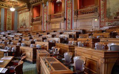 Conseil de Paris: malgré les amendes, l'absentéisme perdure