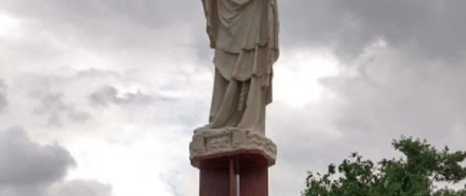 Notre-Dame de Paris: le parvis rouvert, une statue bénie.