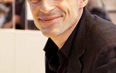 L'ex-beau-père de Raphaël Enthoven assigne en justice l'éditeur de l'écrivain