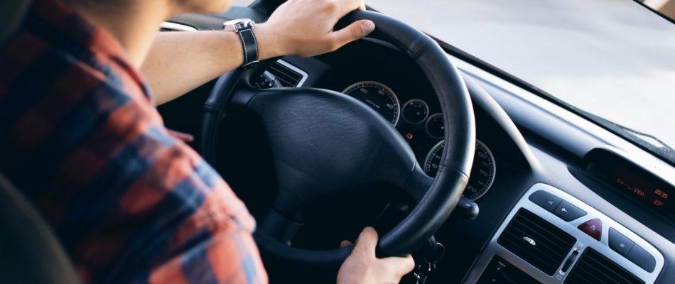 Auto-écoles et covid-19: cours de conduite interdits mais examens autorisés