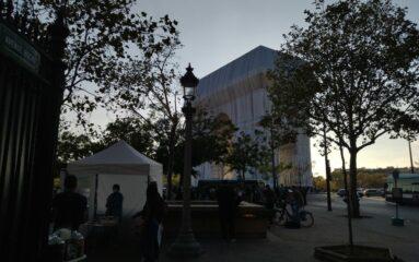L'Arc de Triomphe emballé au cœur des attentions et des débats !